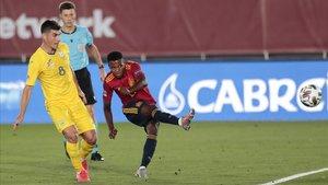Ansu Fati marca su primer gol con la selección española, el más joven en hacerlo.