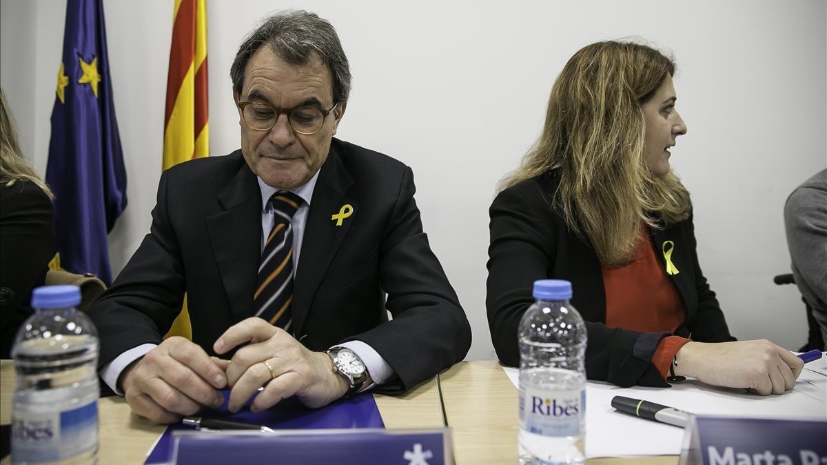 Artur Mas junto a Marta Pascal, ayer, en la reunión ejecutiva del partido.
