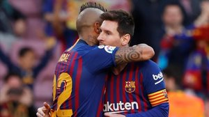 Arturo Vidal y Messi celebran el tanto del chileno ante el Getafe.