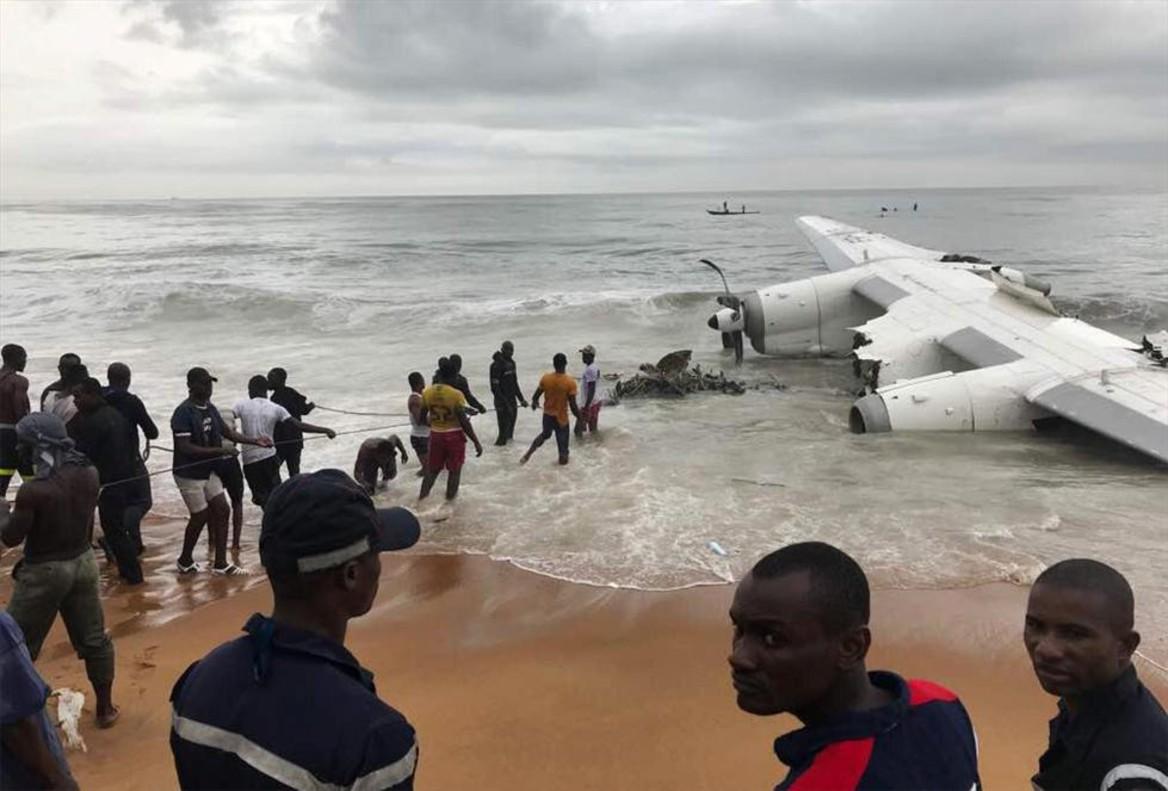 Avión accidentado frente a la costa de Abiyán, en Costa de Marfil.