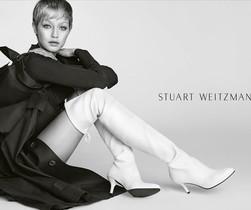 La rmodelo Bella Hadid posa para la nueva campaña de Stuart Weitzman.