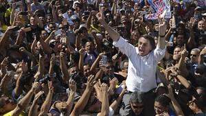 El candidato presidencial ultraderechista brasileñoJair Bolsonaro en un acto político el miércoles en Brasilia.