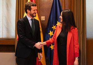 Casado y Arrimadas se reúnenen el Congreso sobre las coaliciones.