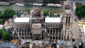 Catedral de Notre Dame siendo reparada tras el incendio