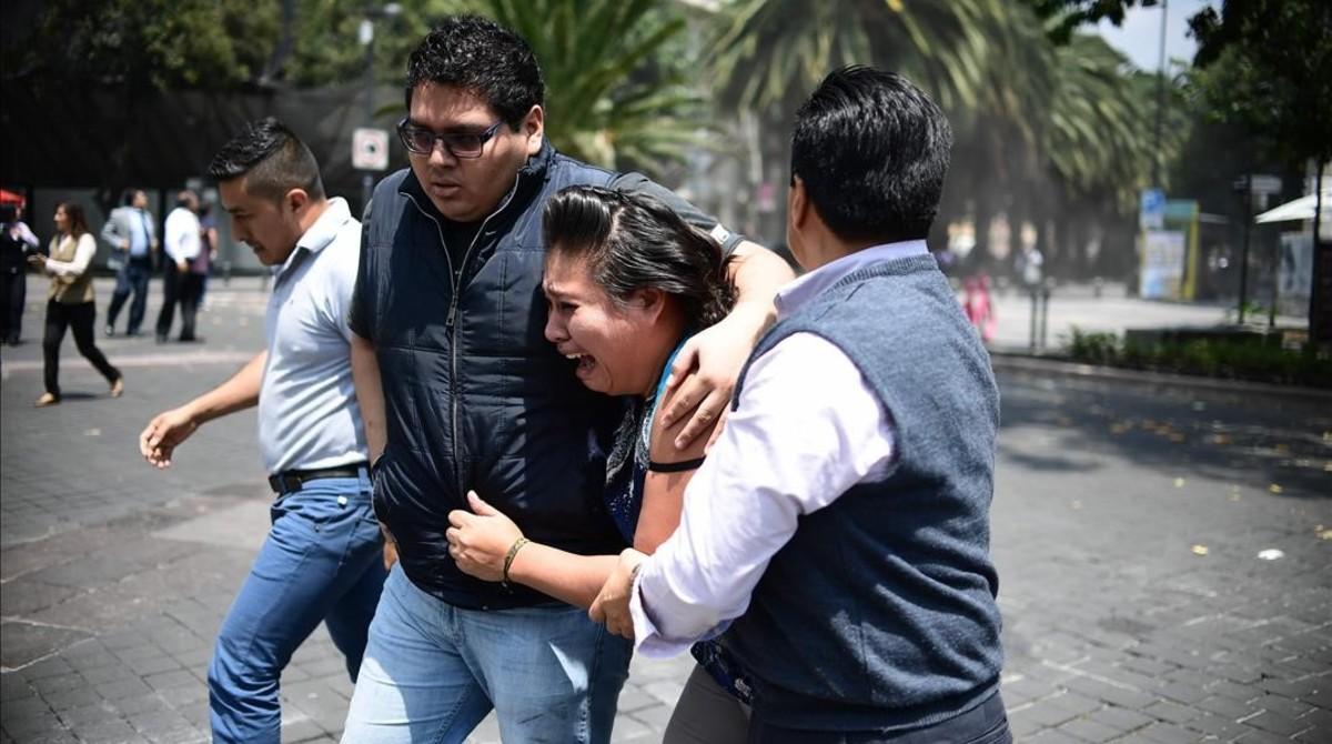 Ciudadanos aterrorizados por los sismos.