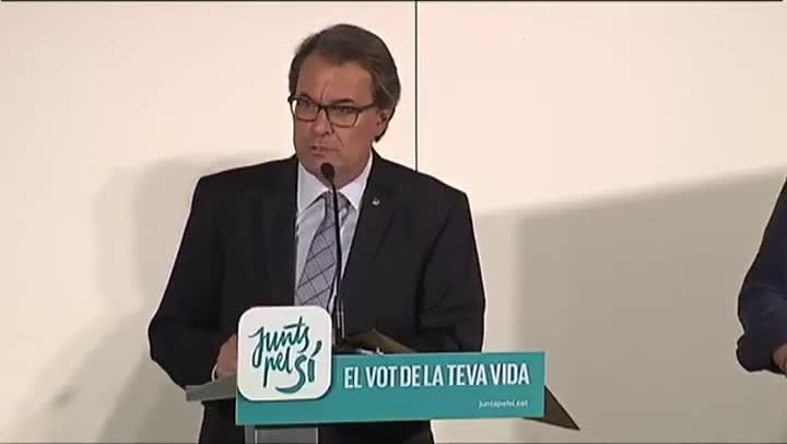 Comparecencia de Artur Mas en el 2015 en la que presagió que los bancos se pelearían por quedarse en Catalunya.