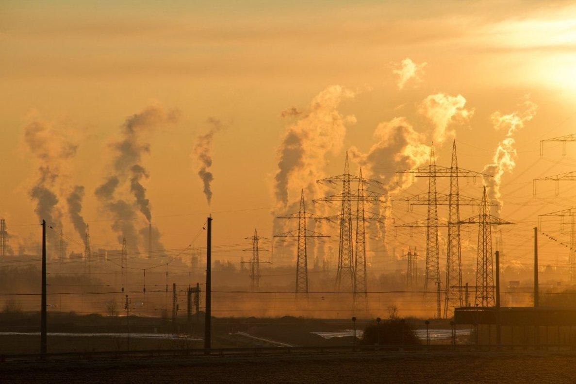 Las emisiones industriales son uno de los factores que contribuyen al cambio climático.