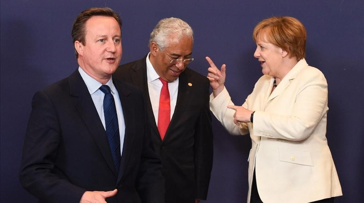 David Cameron, el portugués Antonio Costa y Angela Merkel, en la pasada cumbre.