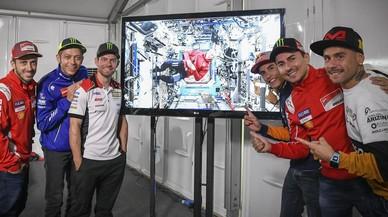 El astronauta 'Drew' Feustel muestra su admiración por el pilotaje de Márquez & Cia