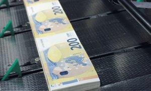 Fabricación de billetes de 200 euros, en mayo del 2019.