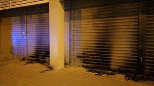 Fachada de la sede del PSC en Barcelona, tras sufrir un ataque con material incendiario.