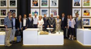 La familia de Cruyff posa junto al presidente y directivos del Barça y de la Fundación y el Instituto Cruyff