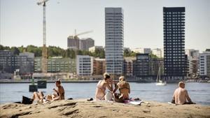 Bañistas tomando el sol en Estocolmo, en Suecia, la semana pasada.