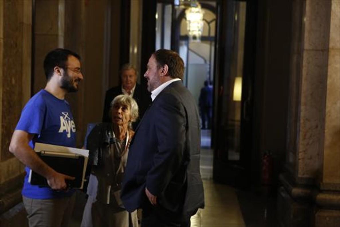 Albert Botran, de la CUP, y Oriol Junqueras, en el Parlament.