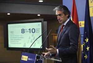 GRA121. MADRID, 10/05/2017.- El ministro de Fomento, Íñigo de la Serna, presenta el Plan de Navegación Aérea 2017-2020 que recoge los objetivos y actuaciones de Enaire para los próximos cuatro años, esta mañana en el Ministerio de Fomento. EFE/Chema Moya