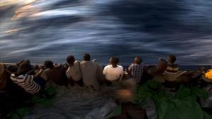 Inmigrantes rescatados a bordo del 'Golfo Azzurro', la embarcación de la oenegé Proactiva Open Arms.