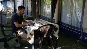 Jacopo Pallanza, en su parcela en el Berga Resort.