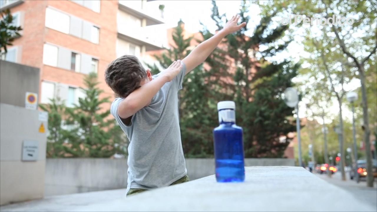 El reto de la botella toma la calle