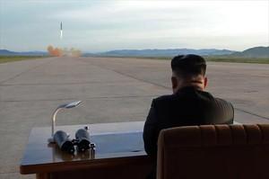 Kim anuncia que suspèn les proves nuclears i de míssils