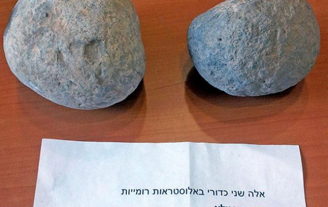Las bolas de ballesta sustraídas y devueltas al Museo de Culturas Islámicas y de Oriente Próximo por un ladrón anónimo, después de 20 años.