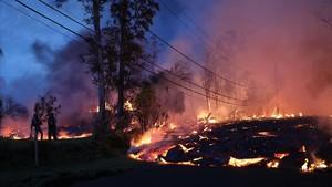La lava del Kilauea avanza por los barrios residenciales de la Isla de Hawái.
