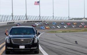La limusina del presidente Trump en el circuito de Daytona.