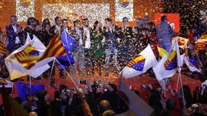 Lluvia de confeti al finalizar el acto central de Campañade Ciudadanos.