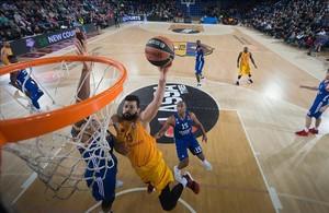 Faverani carrega d'energia el Barça