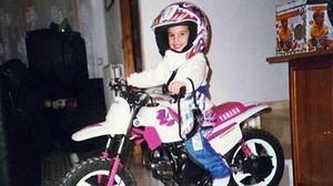 Marc Márquez, con su primera moto.