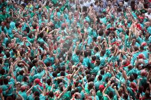 Los Castellers de Vilafranca celebran su victoria.