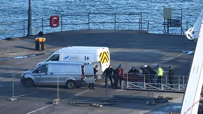 Los restos mortales de Emiliano Sala llegan al puerto de Dorset, Inglaterra.