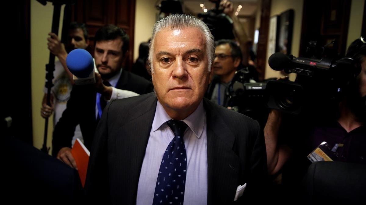 Luis Bárcenas tras comparecer en la comisión del Congreso, en junio del presente año.