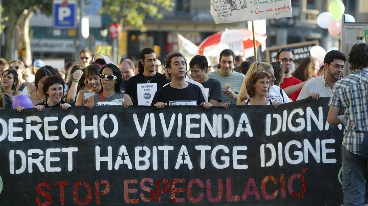 Manifestación a favor de la vivienda digna y contra la especulación inmobiliaria en Barcelona, en una imagen de archivo.
