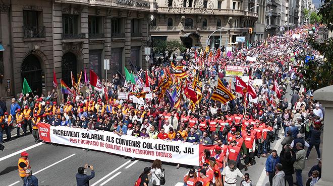 Masiva manifestación en Barcelona en elDía del Trabajo.