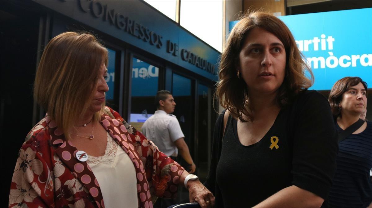 La coordinadora del PDECat, Marta Pascal, a su llegada a la asamblea del partido