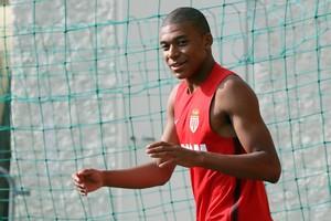 Fitxar Mbappé li costaria 216 milions al Madrid