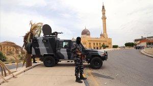 Miembro de seguridad de las fuerzas leales al Gobierno del Acuerdo Nacional de Serraj, en la ciudad libia de Tarhuna el pasado jueves.