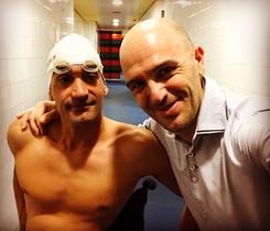 El nadador Miguel Luque amb lalcalde de Parets, Sergi Mingote.