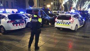 Agentes de los Mossos y la Guardia Urbana, en el dispositivo conjunto del pasado diciembre en el Port Vell y la Rambla