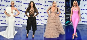 Katy Perry, Demi Lovato, Kesha y Nicki Minaj en los MTV Music Video Awards 2017.