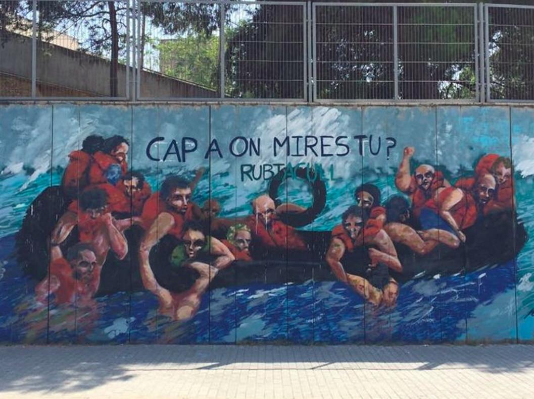 Mural de Javi Martínez y Rubí Acull en una de las fachadas de la Escuela Maristas de Rubí