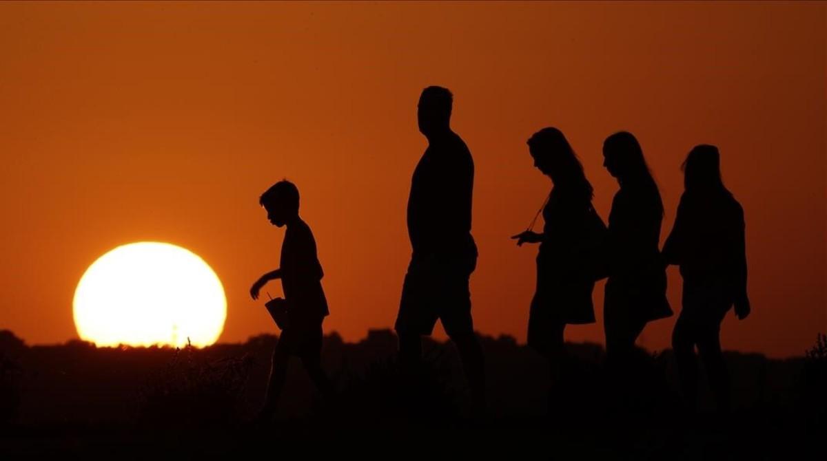Visitantes del Liberty Memorial de Kansas City, durante una jornada calurosa del pasado julio.