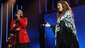 La concursante de 'OT 2020' Nia y Estrella Morente, durantesu actuación.