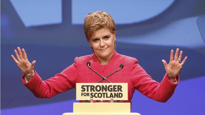 Sturgeon consigue sacar adelante su propuesta con los votos favorables del Partido Verde.