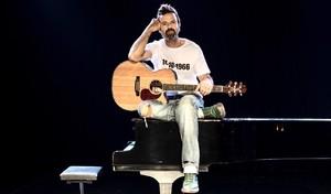 Pau Donés y su banda repasan sus 20 años de éxitos.