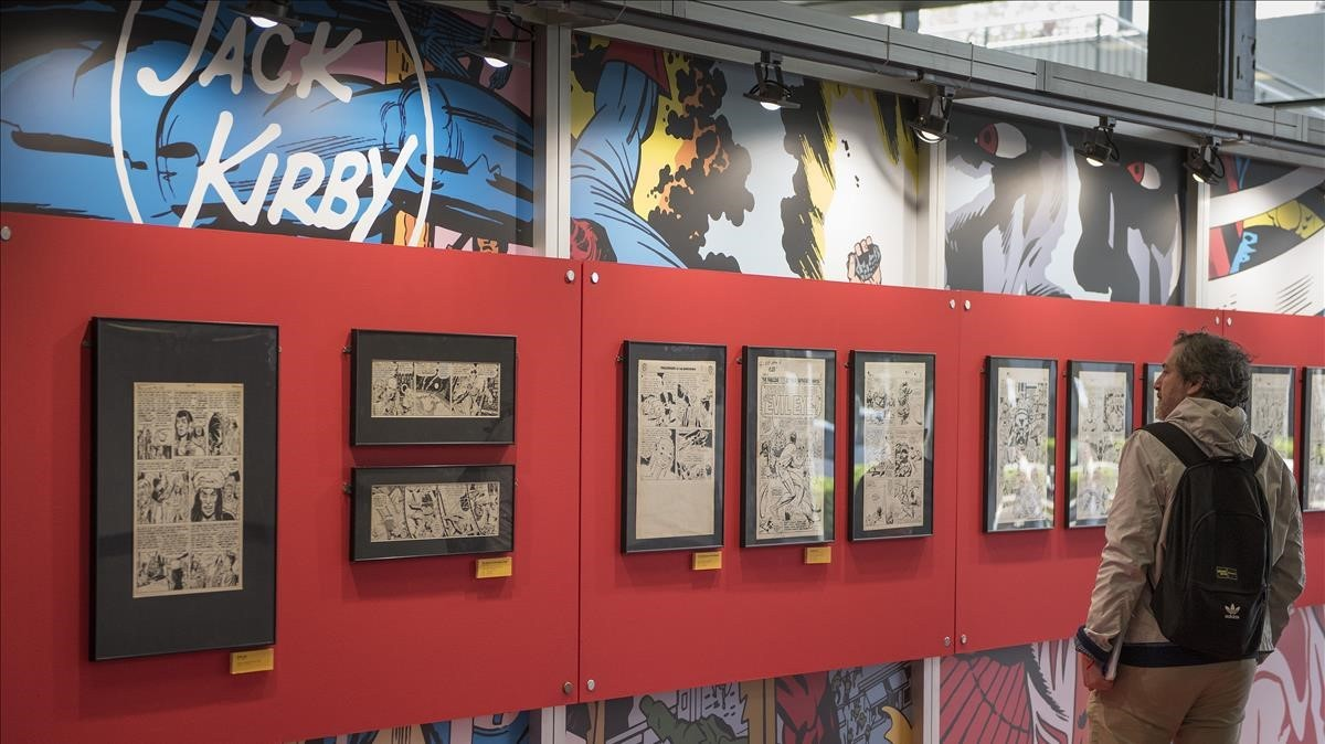 Preparativos de la exposición sobre Jack Kirby, este miércoles en el Salón del Cómic.