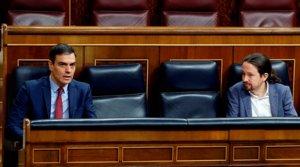 El presidente del Gobierno, Pedro Sánchez, y el vicepresidente segundo, Pablo Iglesias, en el Congreso el pasado 9 de abril.