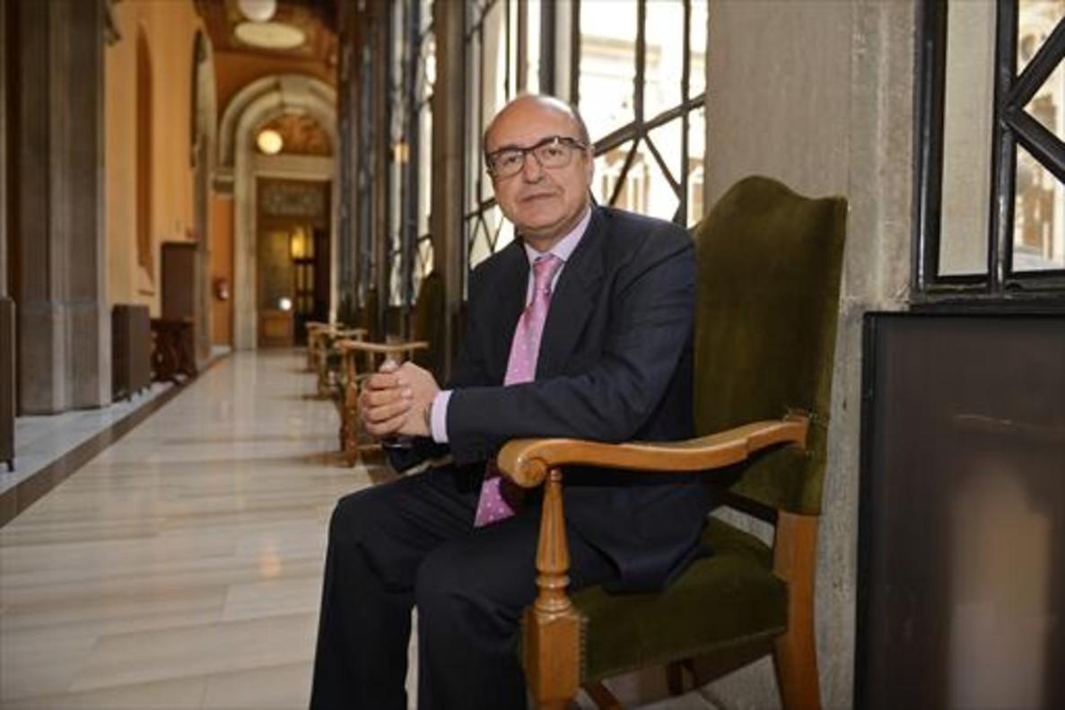 El presidente del TSJC, Jesús María Barrientos, en una imagen tomada fuera de su despacho.