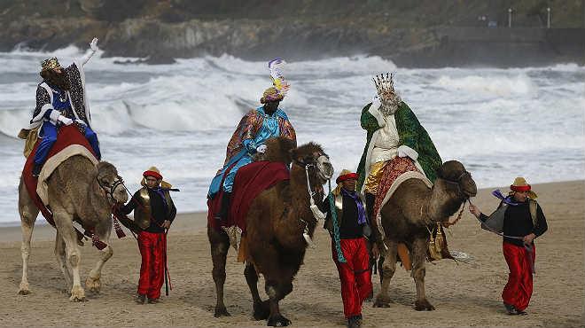 La primera caida que sufrió el rey Melchor fue en la playa donostiarra deLa Zurriola