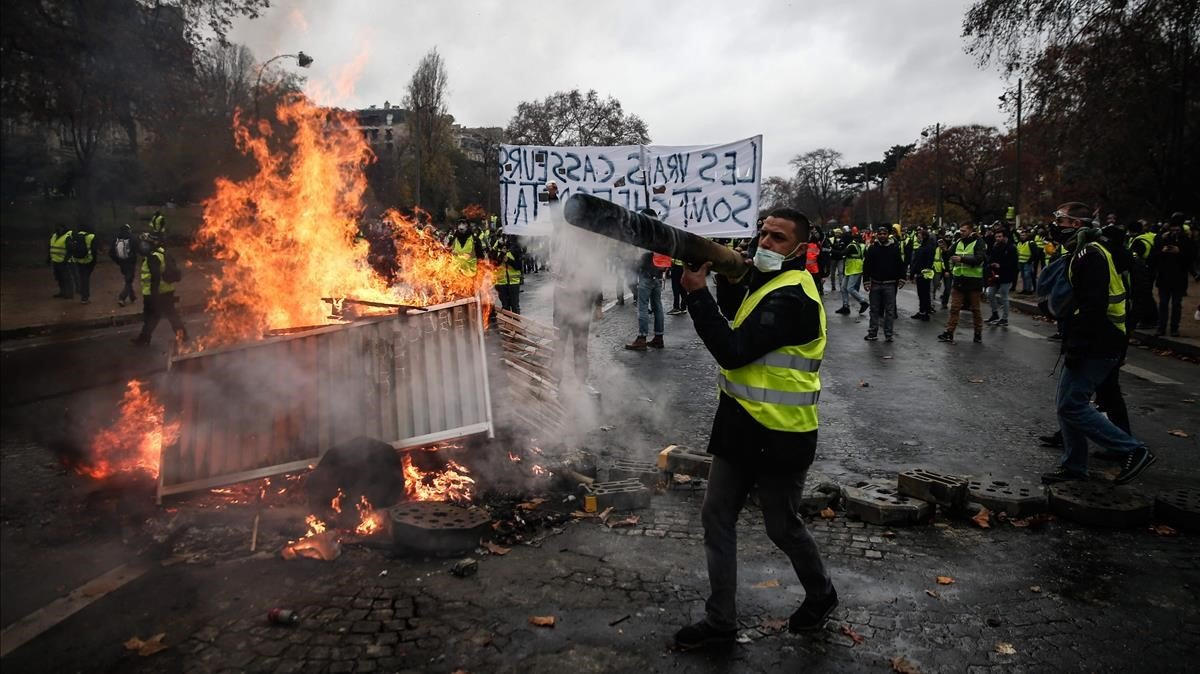 Suspenden partidos en Francia por protestas en París